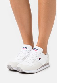 Tommy Jeans - MONO - Sneakers - white - 0