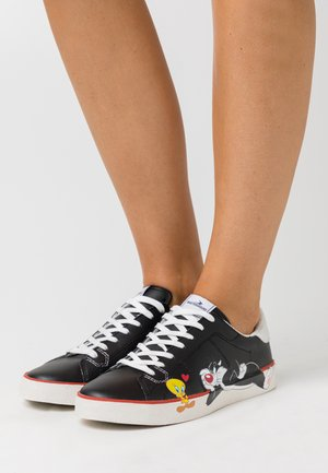FLIPS BLACK TWEETY AND SILVESTRO - Zapatillas - black