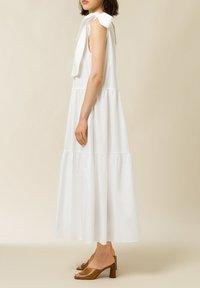 IVY & OAK - Maxi dress - bright white - 3