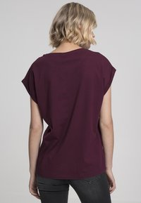 Urban Classics - Basic T-shirt - cherry - 1