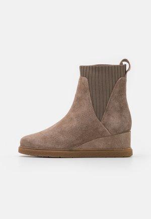 JUALO - Platform ankle boots - taupe