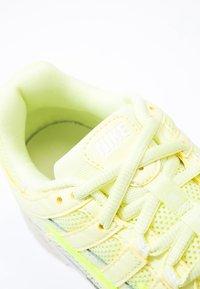 Nike Sportswear - P-6000 - Baskets basses - luminous green/desert sand - 2