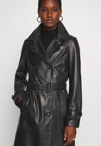 Oakwood - JOURNAL - Trenchcoat - black - 7