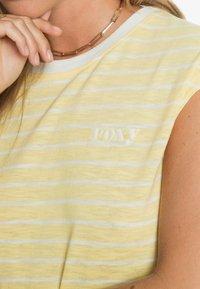 Roxy - GOOD EYES - Top - pale banana kuta stripes - 4