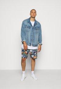 Jack´s Sportswear - FLORAL CHAMBRAY  - Short - blau - 1