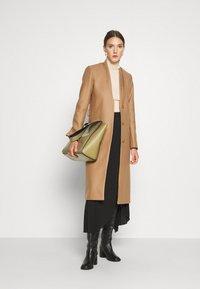 IVY & OAK - DOUBLE COLLAR COAT - Płaszcz wełniany /Płaszcz klasyczny - camel - 1