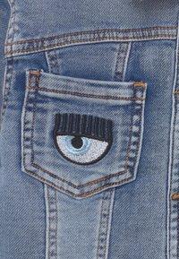 CHIARA FERRAGNI - GIUBBOTTO EYESTAR - Denim jacket - blue denim - 3