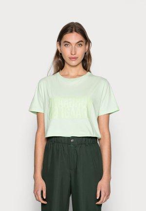 SINGLE ORGANIC TRENDA - Print T-shirt - pastel green