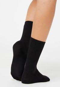OYSHO - 5 PAIRS OF COTTON SOCKS - Socks - black - 2