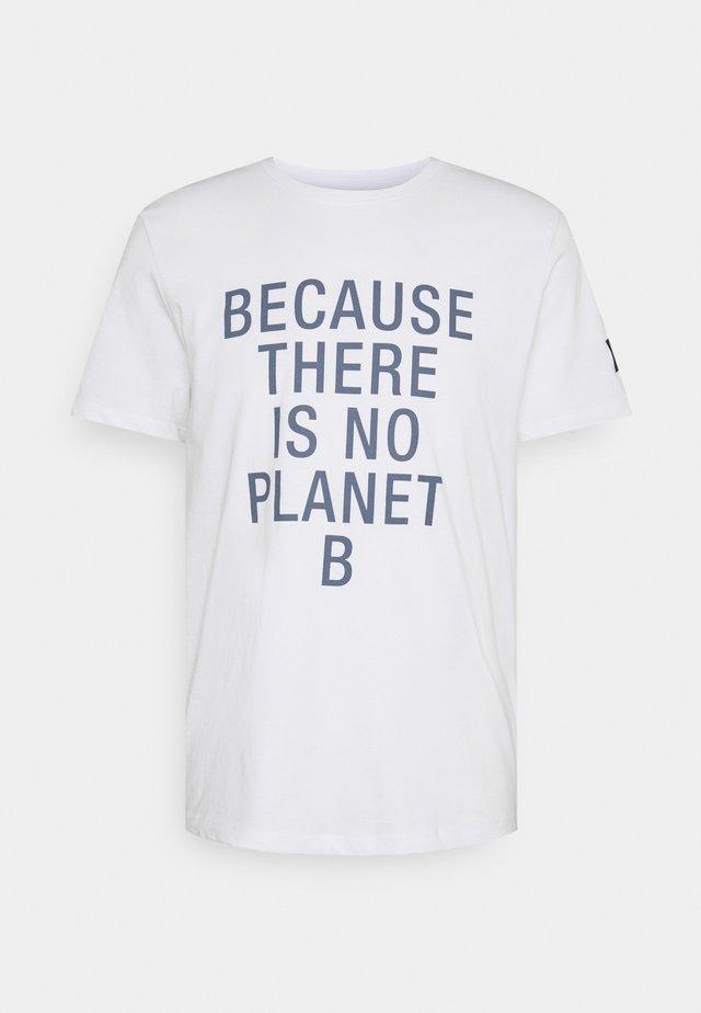 NATAL CLASSIC BECAUSE MAN - Print T-shirt - white