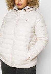 Tommy Hilfiger Curve - PACK - Down jacket - vintage white - 5