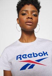 Reebok Classic - BIG LOGO TEE - Print T-shirt - white / melange - 5
