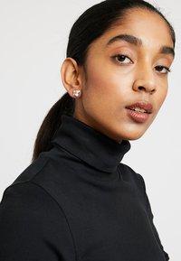 Ted Baker - LYNDA JEWEL CLUSTER STUD EARRING - Earrings - rose gold-coloured/pink - 1
