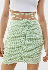 Bershka - Jupe crayon - green - 3