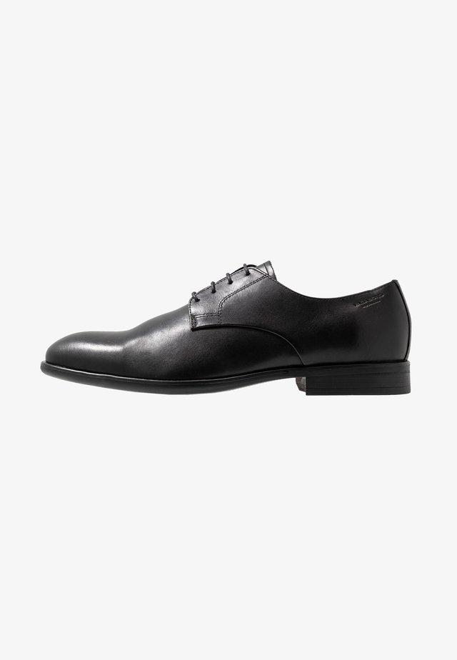 HARVEY - Zapatos con cordones - black