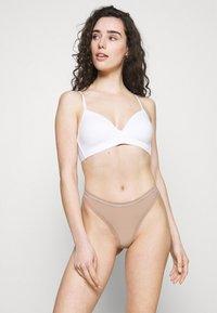 Calvin Klein Underwear - THONG - Thong - honey almond - 1