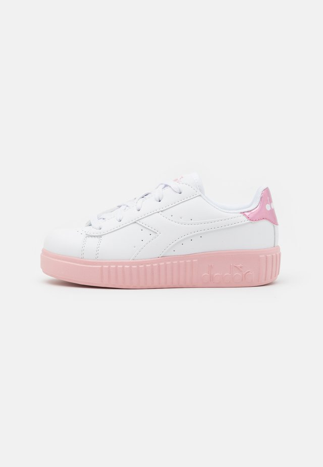 GAME STEP UNISEX - Scarpe da fitness - white/pink peachskin