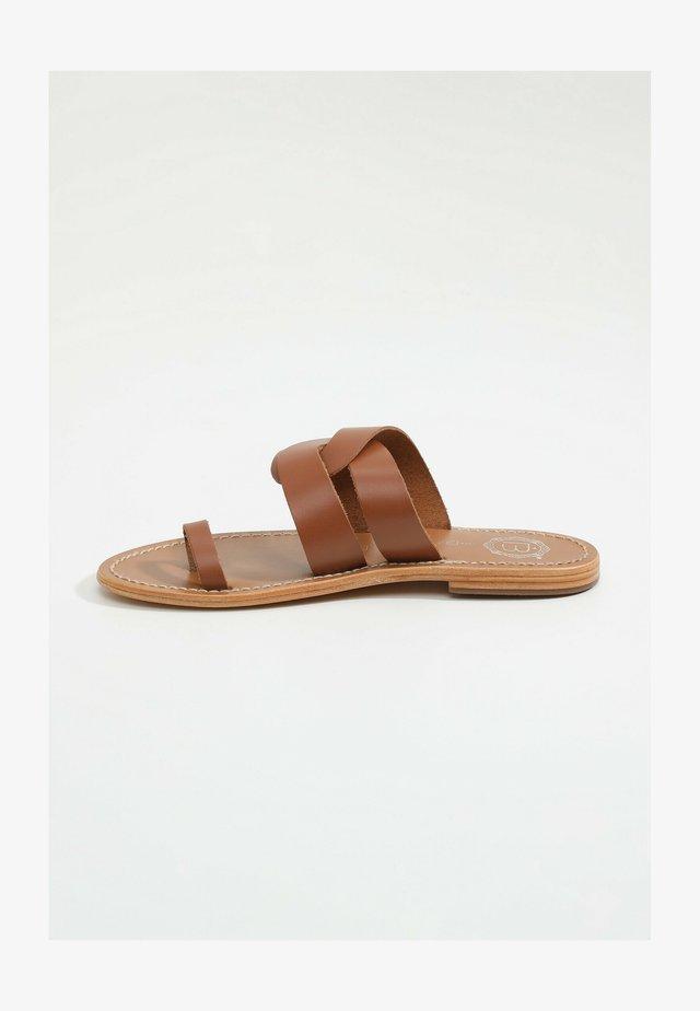 MULLEIN - Klapki - camel