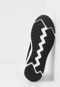 EA7 Emporio Armani - Sneakers basse - black - 4