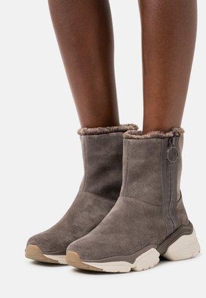 Winter boots - dark taupe