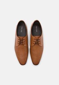 Pier One - Elegantní šněrovací boty - cognac - 3