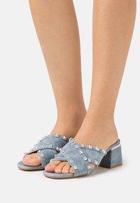Alma en Pena - Mules à talons - jeans - 0