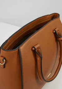L.CREDI - FELICIA - Handbag - cognac - 5