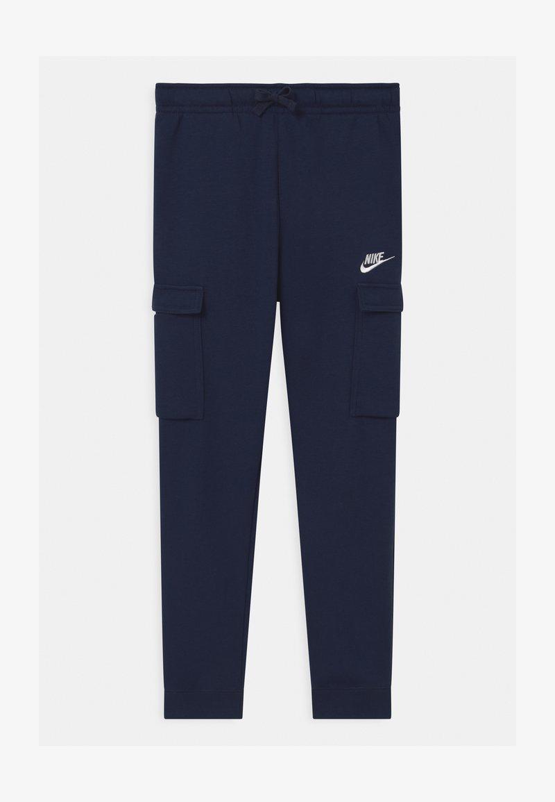 Nike Sportswear - CLUB CARGO  - Tracksuit bottoms - midnight navy/white