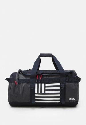 BASE CAMP DUFFEL IC - Sportstasker - dark blue/white