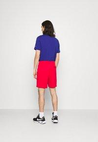 Nike Sportswear - TRIBUTE - Shorts - university red - 2