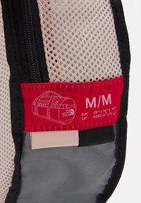 The North Face - BASE CAMP DUFFEL M UNISEX - Sports bag - pink/black - 6