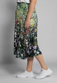 Ulla Popken - Pleated skirt - multi-coloured - 1