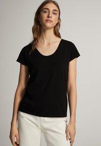 Massimo Dutti - Basic T-shirt - black - 7