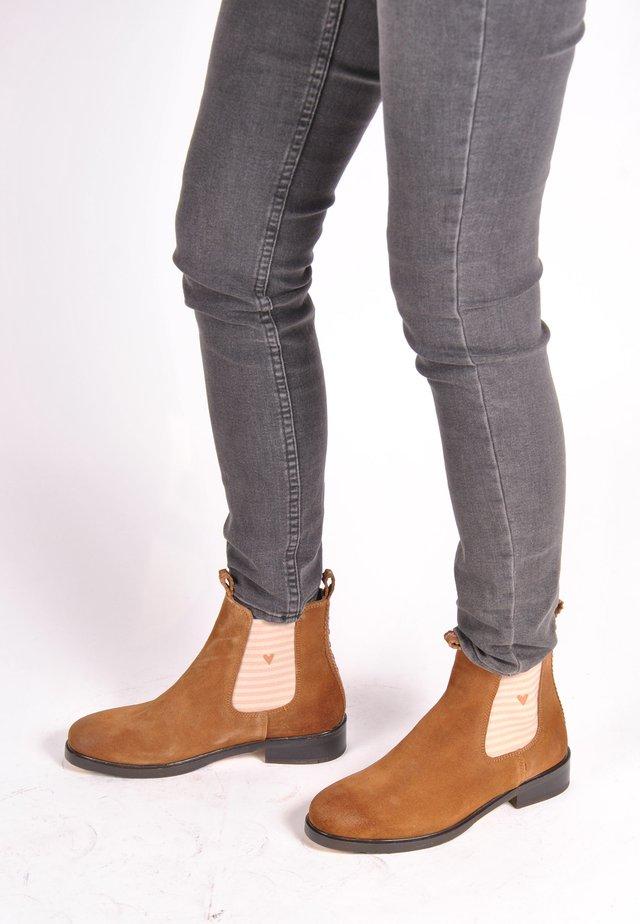 CHELSEA BOOT JULE MIT STREIFEN UND HERZCHEN - Ankle boots - braun