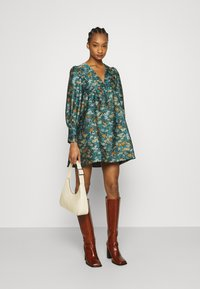 Who What Wear - V NECK EMPIRE DRESS - Denní šaty - green - 1