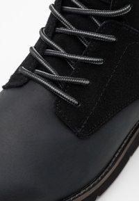 Levi's® - JAX PLUS - Šněrovací kotníkové boty - brilliant black - 5
