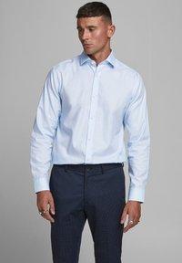 Jack & Jones PREMIUM - JPRBLAROYAL - Formal shirt - cashmere blue - 0