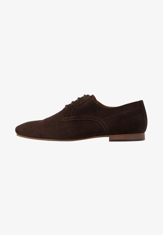 Stringate - dark brown