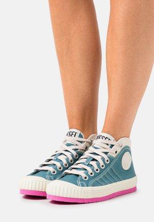 S-YUK MC W - High-top trainers - mint