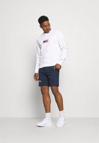 Tommy Jeans - TIMELESS CREW  UNISEX - Sweatshirt - white - 1
