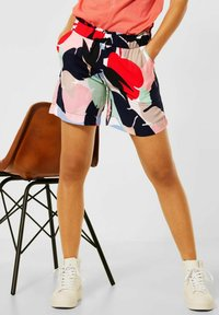 Street One - LOOSE FIT SHORTS MIT PRINT - Shorts - rot - 0
