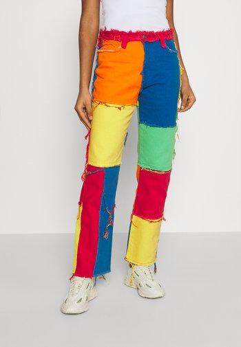 PATCHWORK BOYFRIEND WITH FRAYED SEAMS - Jeans straight leg - multi