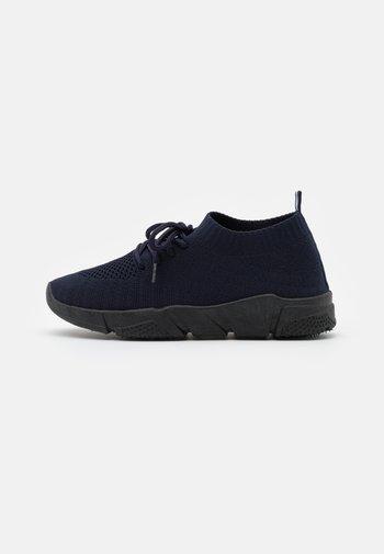 Baskets basses - dark blue