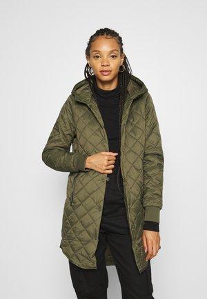 Zimní kabát - ivy green
