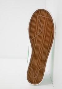 Nike Sportswear - BLAZER - Tenisky - white/green spark/sail - 6