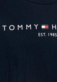 Tommy Hilfiger - ESSENTIAL TEE  - Triko spotiskem - blue - 2