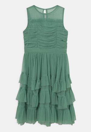 SLEEVELESS RUFFLE DRESS - Cocktailjurk - clover green