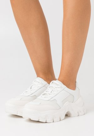 CHUNKY TREKKING TRAINERS - Sneakers laag - white