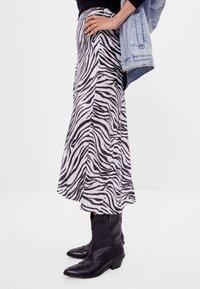 Bershka - Wrap skirt - black - 3
