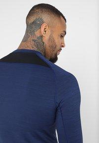Nike Performance - T-shirt de sport - blue void/black - 5